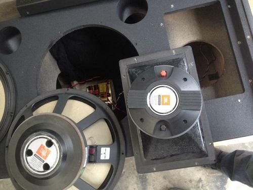 Loa bass và loa treble của JBL SRX 725