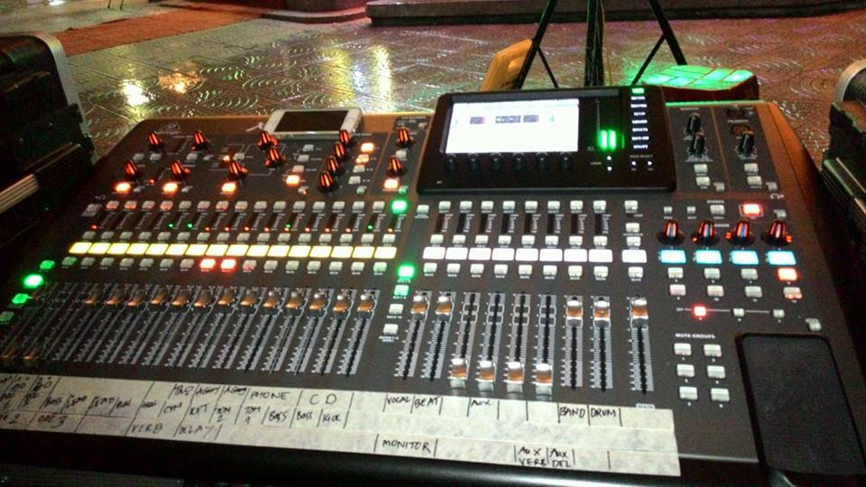 bàn digital mixer x32 -3