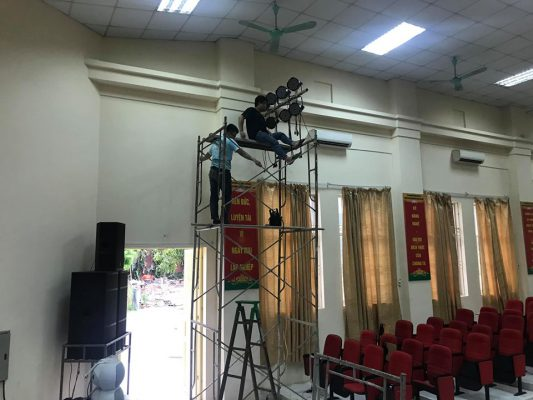 Kỹ sư của Việt Mới Audio nhiệt tình, trách nhiệm với công việc