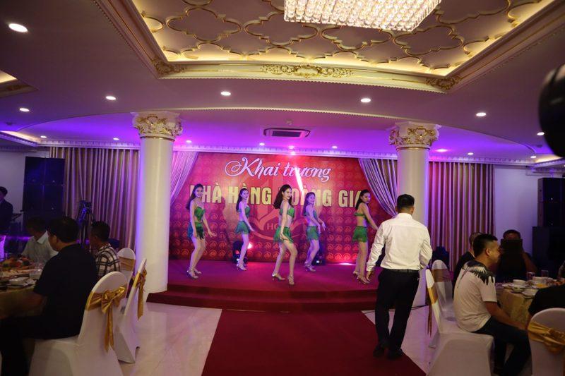 Dàn âm thanh ánh sáng nhà hàng tiệc cưới chi phí 250tr