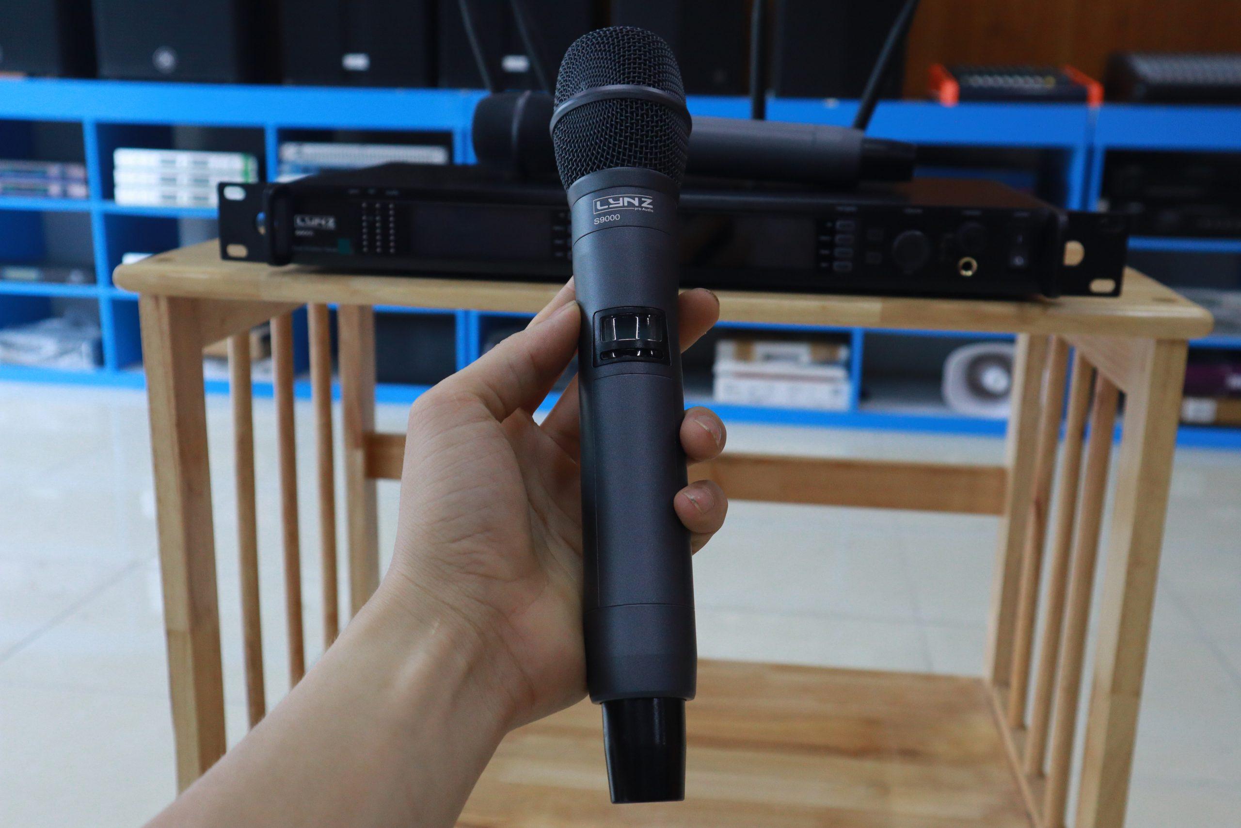 Sản phẩm micro LYNZ S9000 tại showroom Việt Mới AUDIO