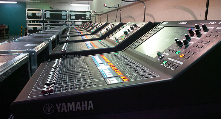 bàn trộn mixer trong dàn âm thanh sân khấu chuyên nghiệp
