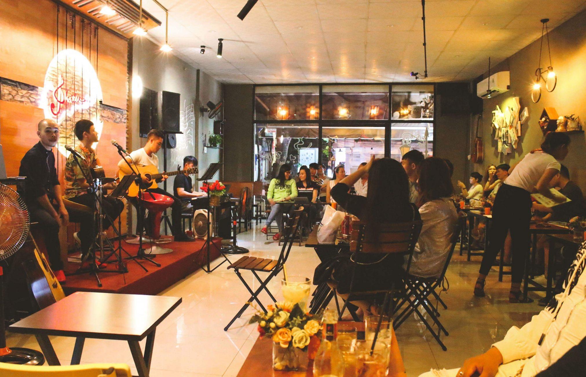 Lắp đặt dàn âm thanh cho phòng trà tại trung tâm quận Bình Tân