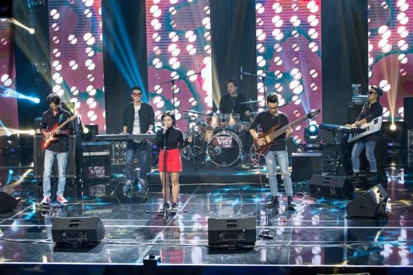 Loa monitor sân khấu