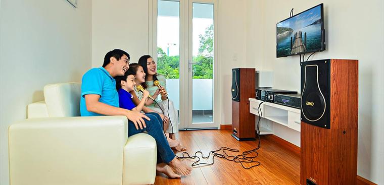Mua dàn karaoke gia đình của Việt Mới Audio cho mùa hè sôi động