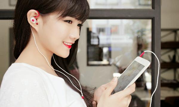 Đeo tai nghe đúng cách