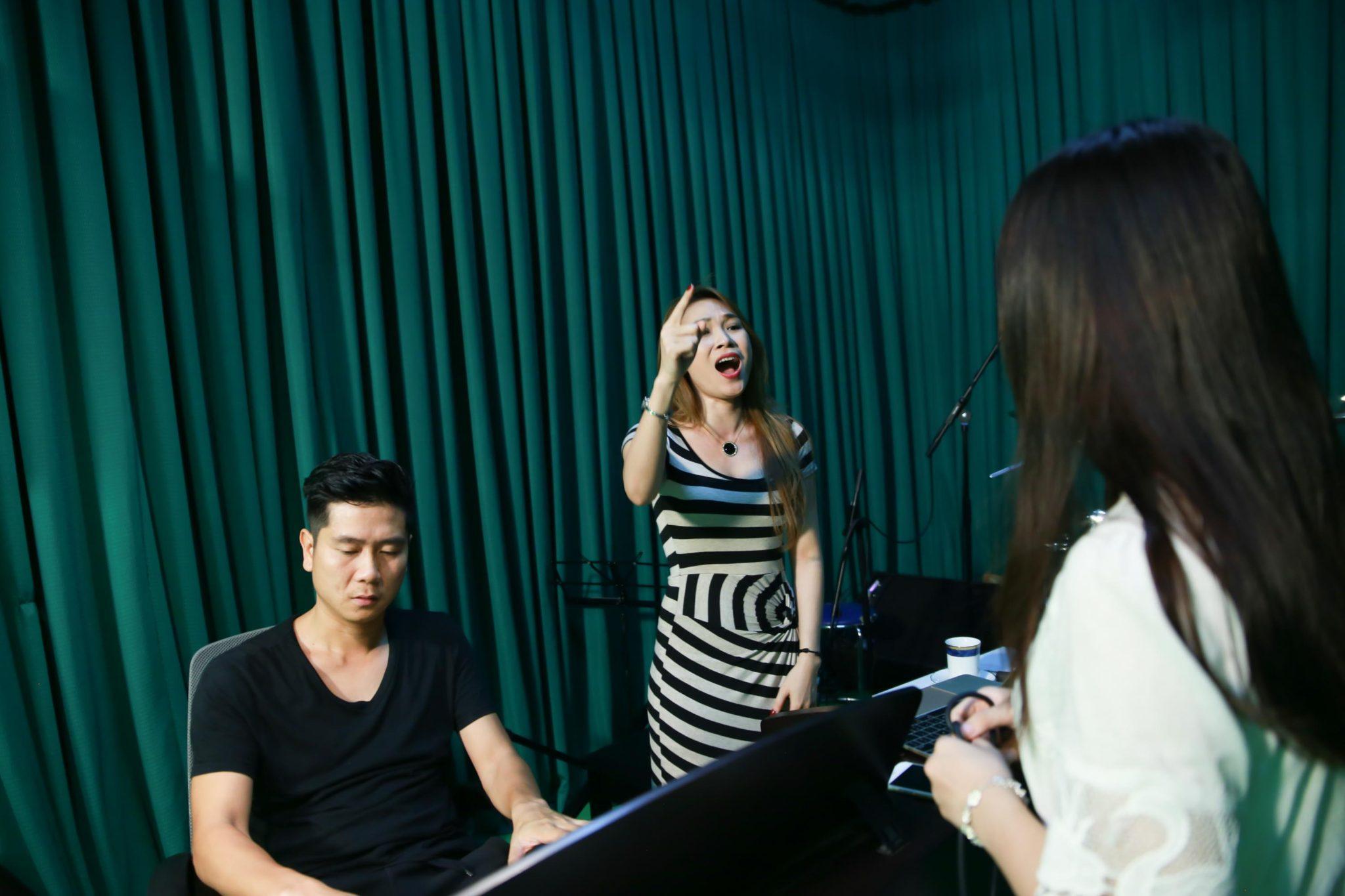 Cách lấy hơi bụng để hát karaoke hay như ca sĩ
