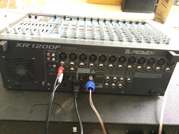 Mixer liền công suất Peavey XR1200F