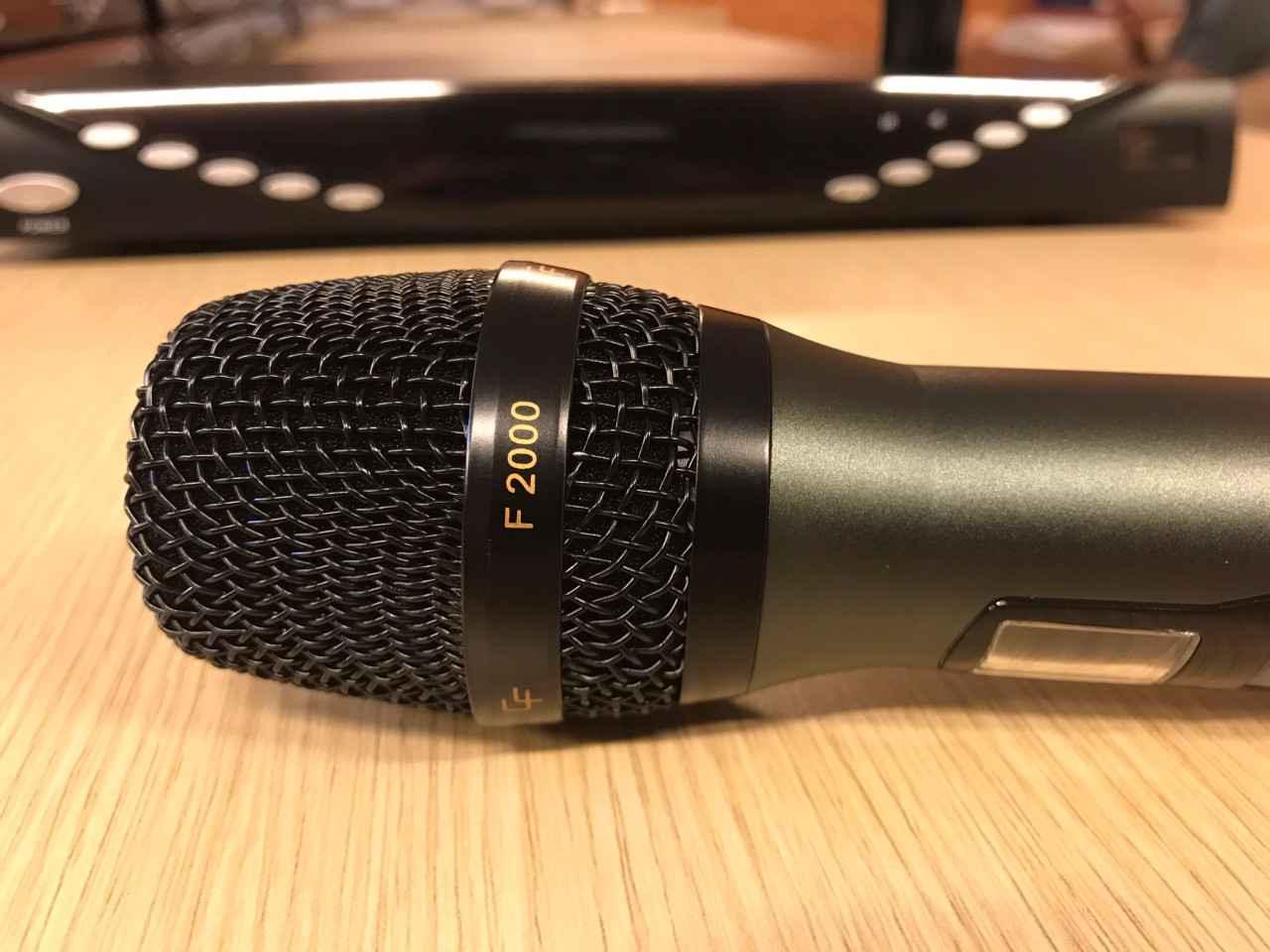 Tay micro không dây CF F2000